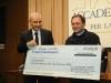 angelo-piazzoli-don-fausto-resmini-consegano-contributo-per-associazione-don-lorenzo-milani-dsc_1571